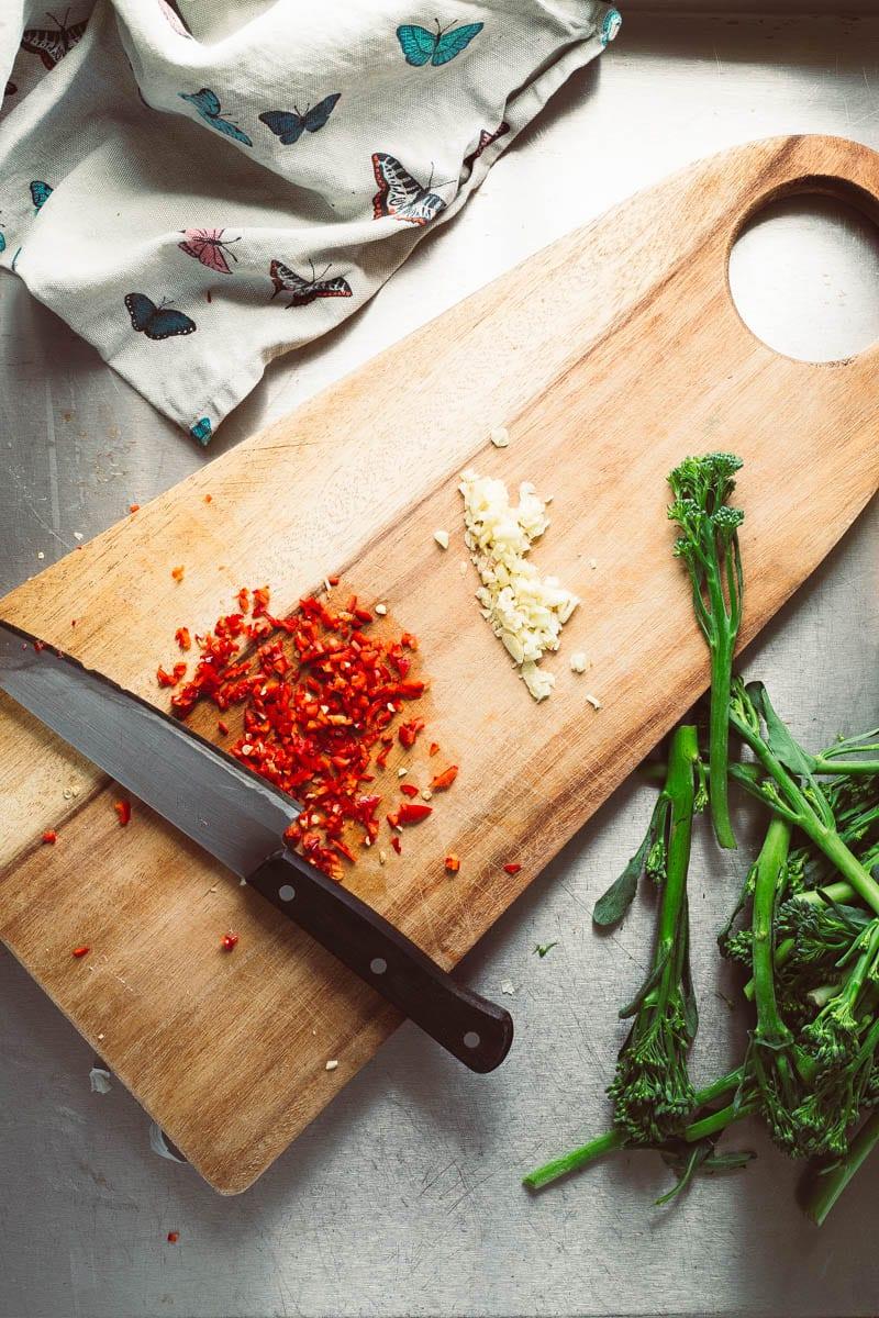 chilli on chopping board